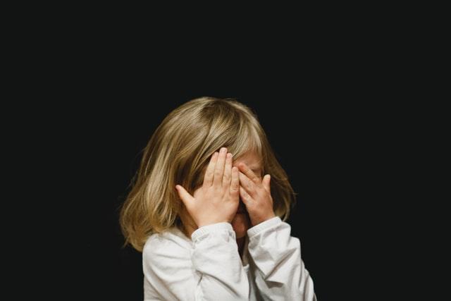 子どもを見つけるイメージ画像