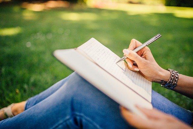 ノートに文字を書くイメージ