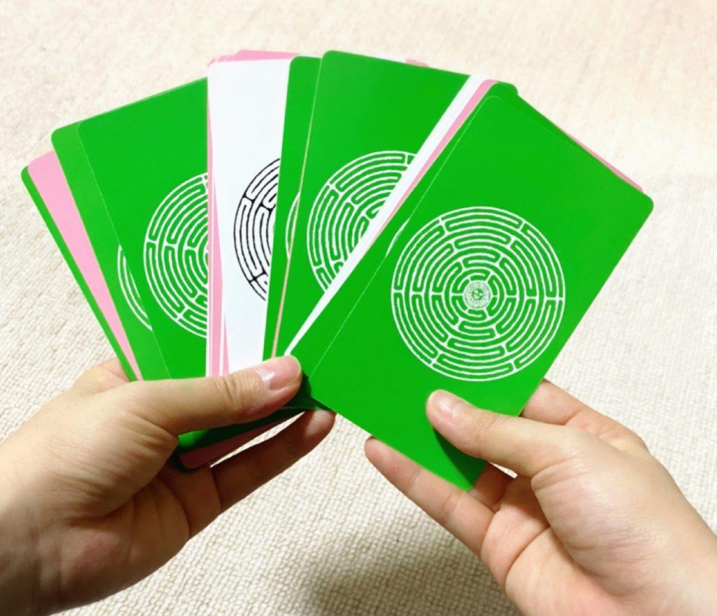 ポジティブなカードの束の画像