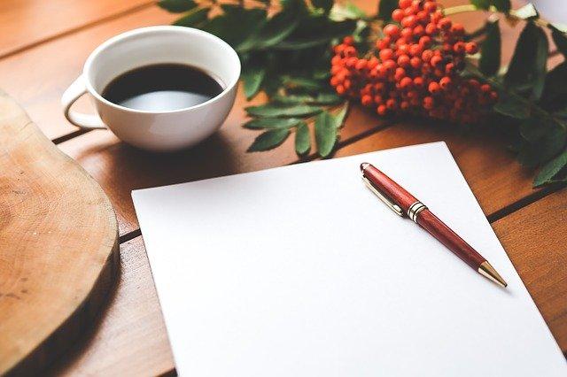 紙とノートの画像