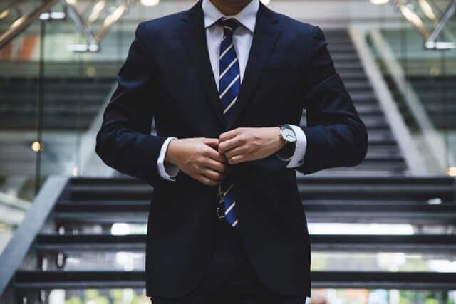 仕事で大成する男性のイメージ