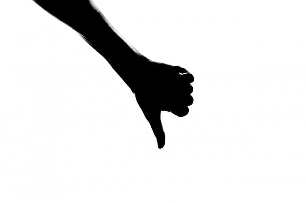 「否定をする親」のイメージ